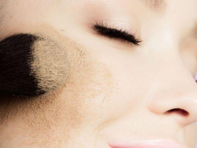 Maquillage-comment-bien-appliquer-son-fond-de-teint_exact1024x768_l