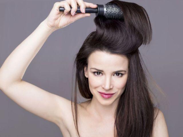 Cheveux-cassants-les-vertus-de-l-huile-de-coco-sur-vos-cheveux_width1024